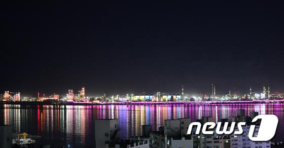 밤바다 수놓은 포항제철소 경관 조명
