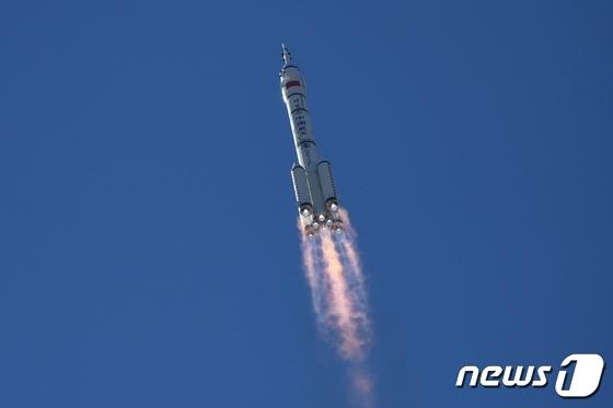 中 '우주굴기'…유인우주선 선저우 12호 발사