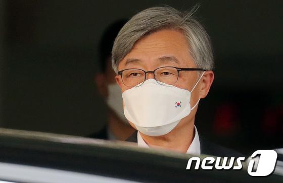 \'대선행 결심 다음주 사퇴\' 퇴근길 오른 최재형