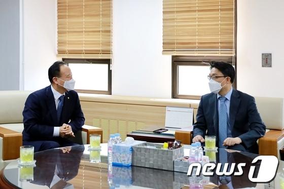 김진욱 공수처장 만난 이남철 신임 대한법무사협회장