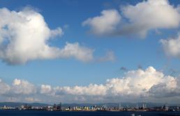 푸른 하늘과 만난 포항제철소