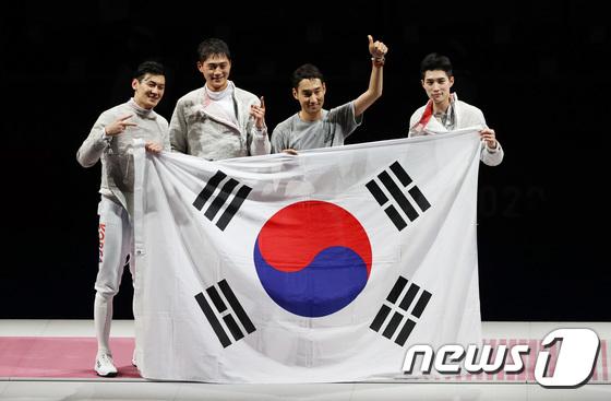 \'세계 최강\' 男 사브르, 예외 없는 금메달... 올림픽 2연패