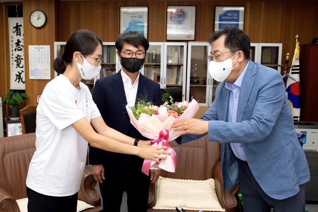'쓰러졌지만 완주'…제천시, 도쿄올림픽 마라톤 최경선 선수 격려