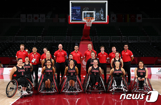 [사진] \'우리가 우승 후보\' 패럴림픽 캐나다 여자 농구 대표팀