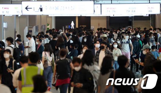 추석연휴 앞두고 붐비는 김포공항