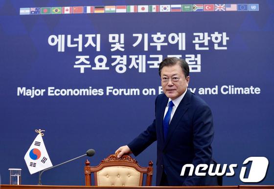 주요 경제국 포럼 참석하는 문대통령
