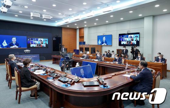 문대통령, 화상 개최 MEF 참가