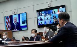 화상 통해 개회사하는 조 바이든 미국 대통령