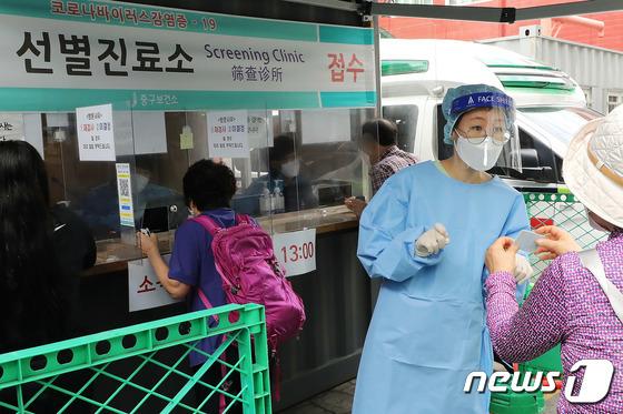 선별진료소 의료진-근무자, 코로나19 상황에 추석 연휴도 반납