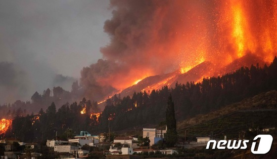 스페인 카나리아 제도서 50년 만에 화산 폭발...주민 1만명 대피