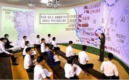 북한 김일성종합대학 학생들 '혁명전통 학습'