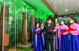 북한 경원혁명사적관 찾은 북한 주민들
