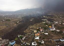 [사진] 폭발한 라팔마 화산의 연기로 덮인 스페인 마을