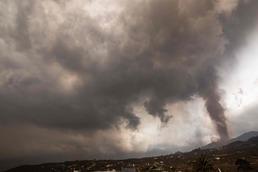 [사진] 검은 화산재로 덮인 스페인 라팔마의 화산