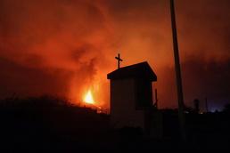[사진] 용암 흘러내리는 스페인 라팔마의 화산