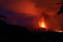 [사진] 용암 솟아오르는 스페인 라팔마의 화산