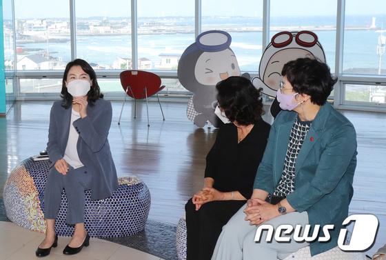 제주 방문한 이재명 지사 부인 김혜경씨