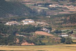 고요한 北 마을