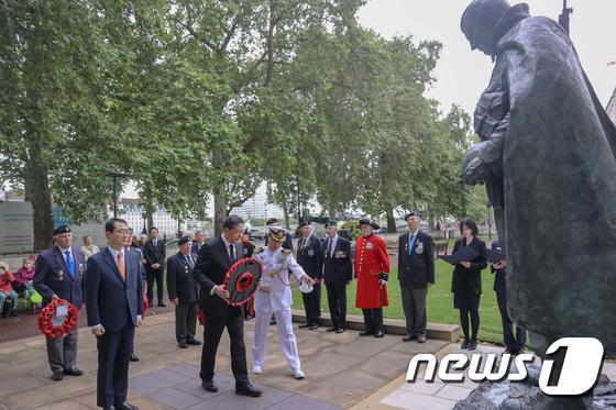 \'임진강전투 70주년\', 영국 한국전 참전비 참배