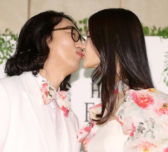 김경진-전수민 '상큼한 키스'
