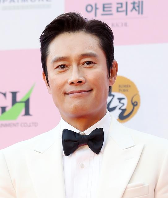 이병헌 '심쿵 눈맞춤'