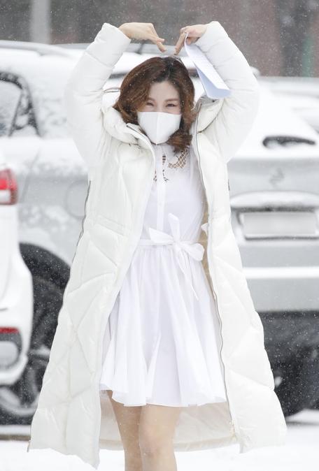 함연지, 눈처럼 하얀 출근길 룩