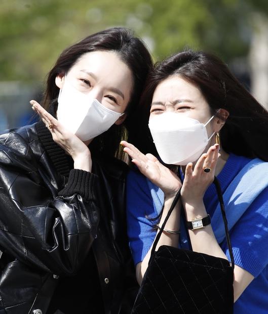 다비치 강민경-이해리 '봄꽃 활짝'