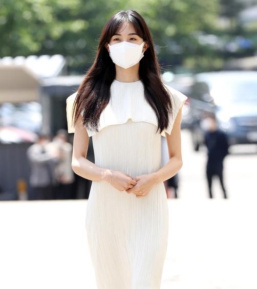 금새록, 봄햇살에 더해진 요정 미모